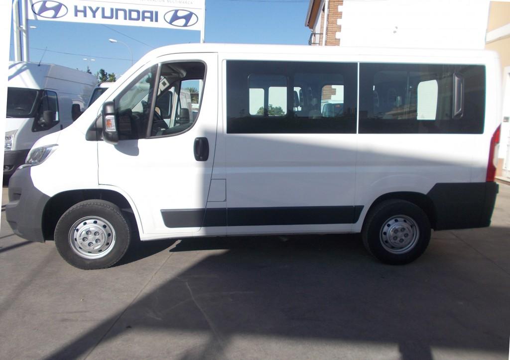 Alquiler de furgonetas de pasajeros en Cordoba 9 plazas 01